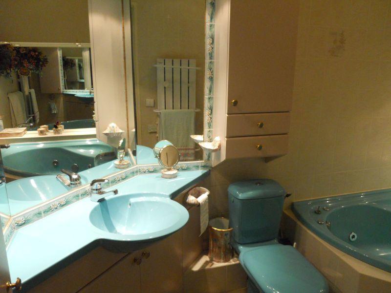 Appartement flaine salle de bain avec jacuzzi salle de for Photo salle de bain avec toilette